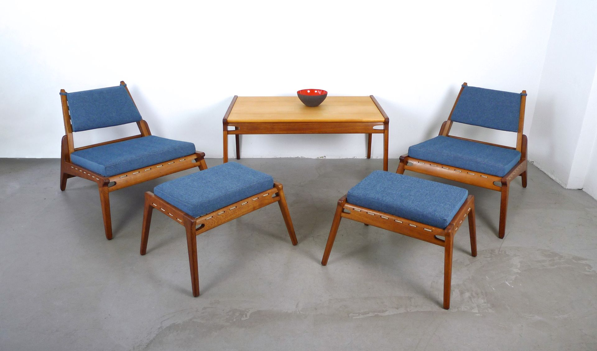 deutscher couchtisch aus massivem eichenholz ahorn. Black Bedroom Furniture Sets. Home Design Ideas