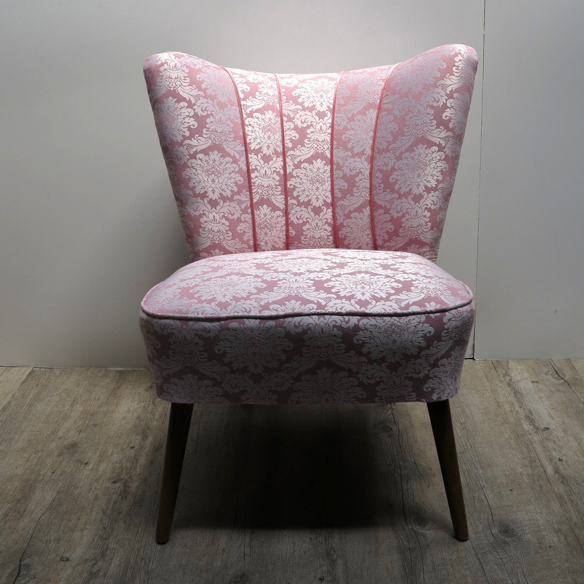 vintage pink cocktail chair with wooden legs for sale at pamono. Black Bedroom Furniture Sets. Home Design Ideas