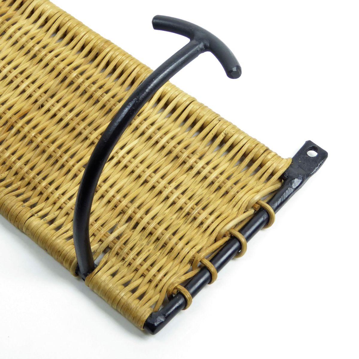 garderoben aus rattan schwarzem metall mit f nf haken 1950er 2er set bei pamono kaufen. Black Bedroom Furniture Sets. Home Design Ideas