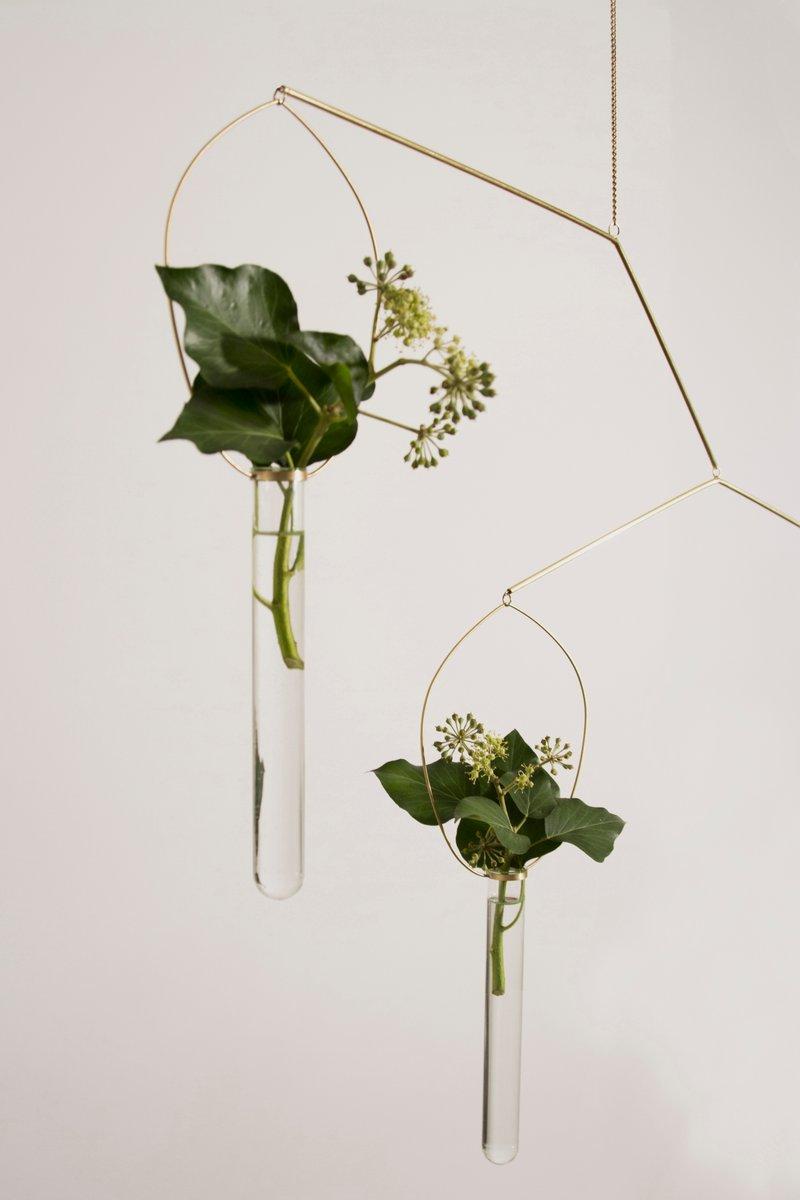 eden messing mobile mit vasen von agustina bottoni bei pamono kaufen. Black Bedroom Furniture Sets. Home Design Ideas
