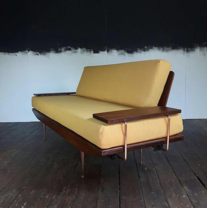 Sofá cama Wentworth Mid-Century de nogal de Toothill en venta en Pamono