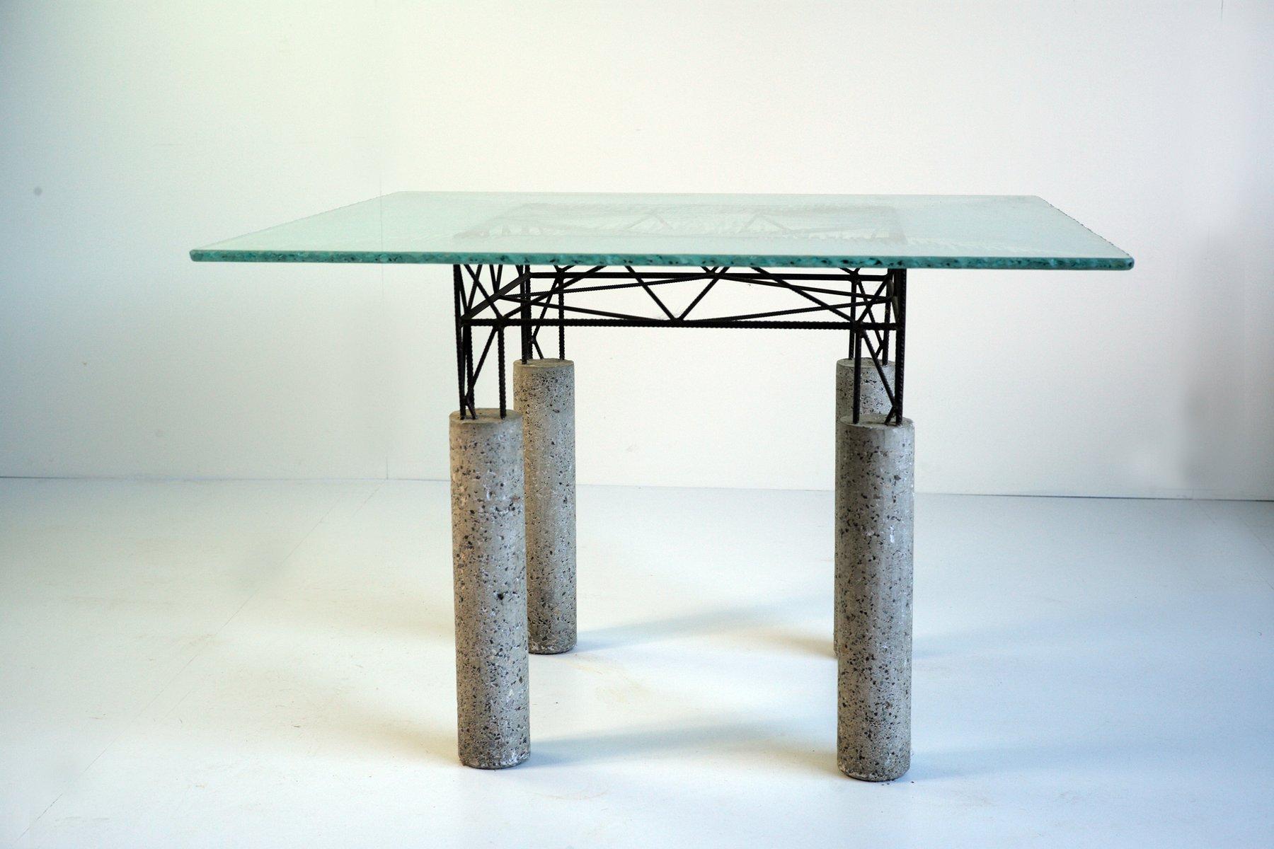 italienischer tisch aus beton und eisen mit glasplatte. Black Bedroom Furniture Sets. Home Design Ideas
