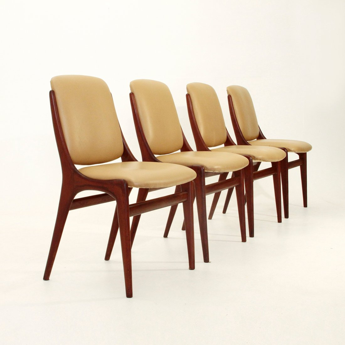 italienische mid century esszimmerst hle 1960er 4er set. Black Bedroom Furniture Sets. Home Design Ideas