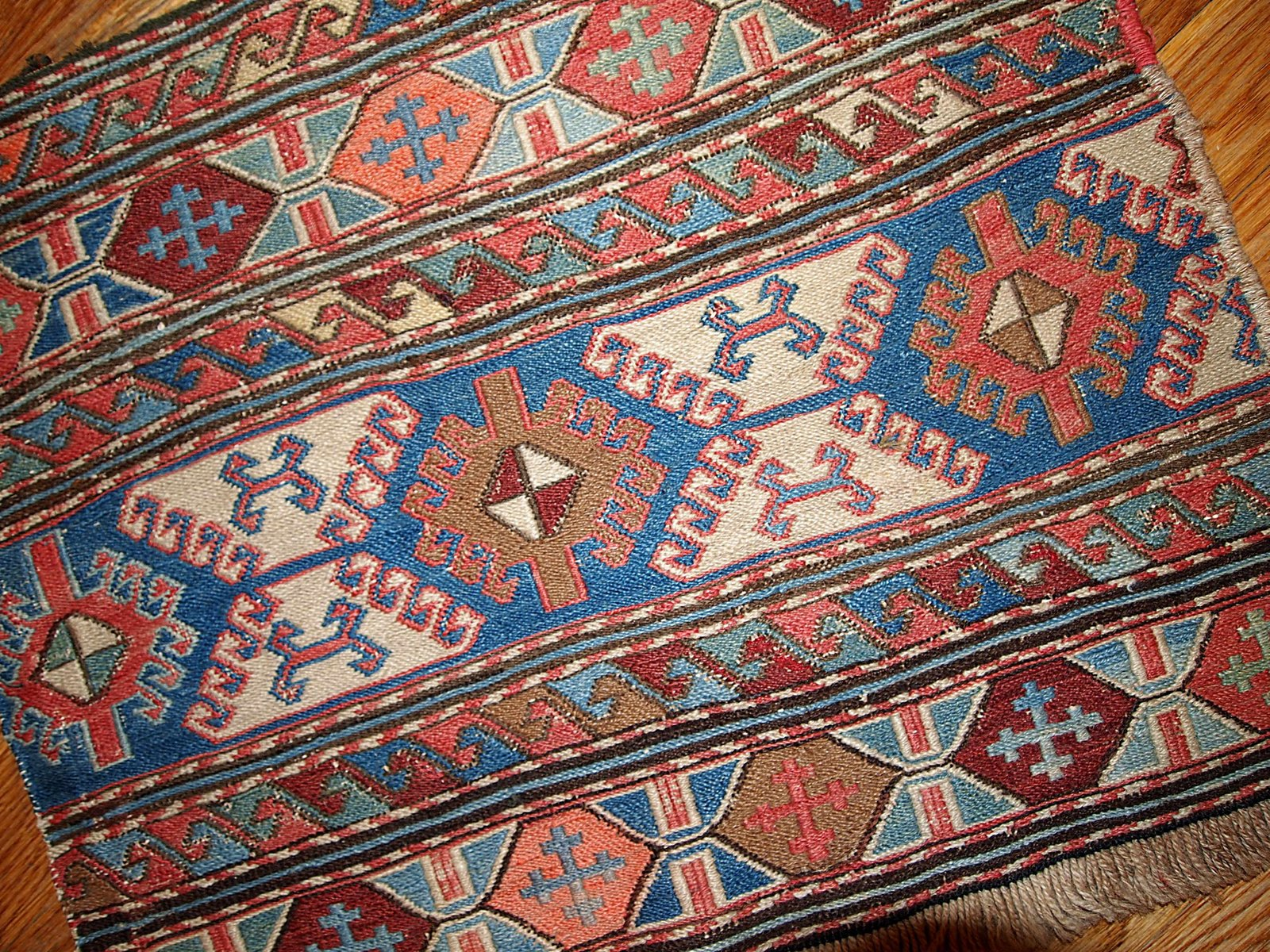 Russische Teppiche antiker russischer handgeknüpfter sumak teppich bei pamono kaufen