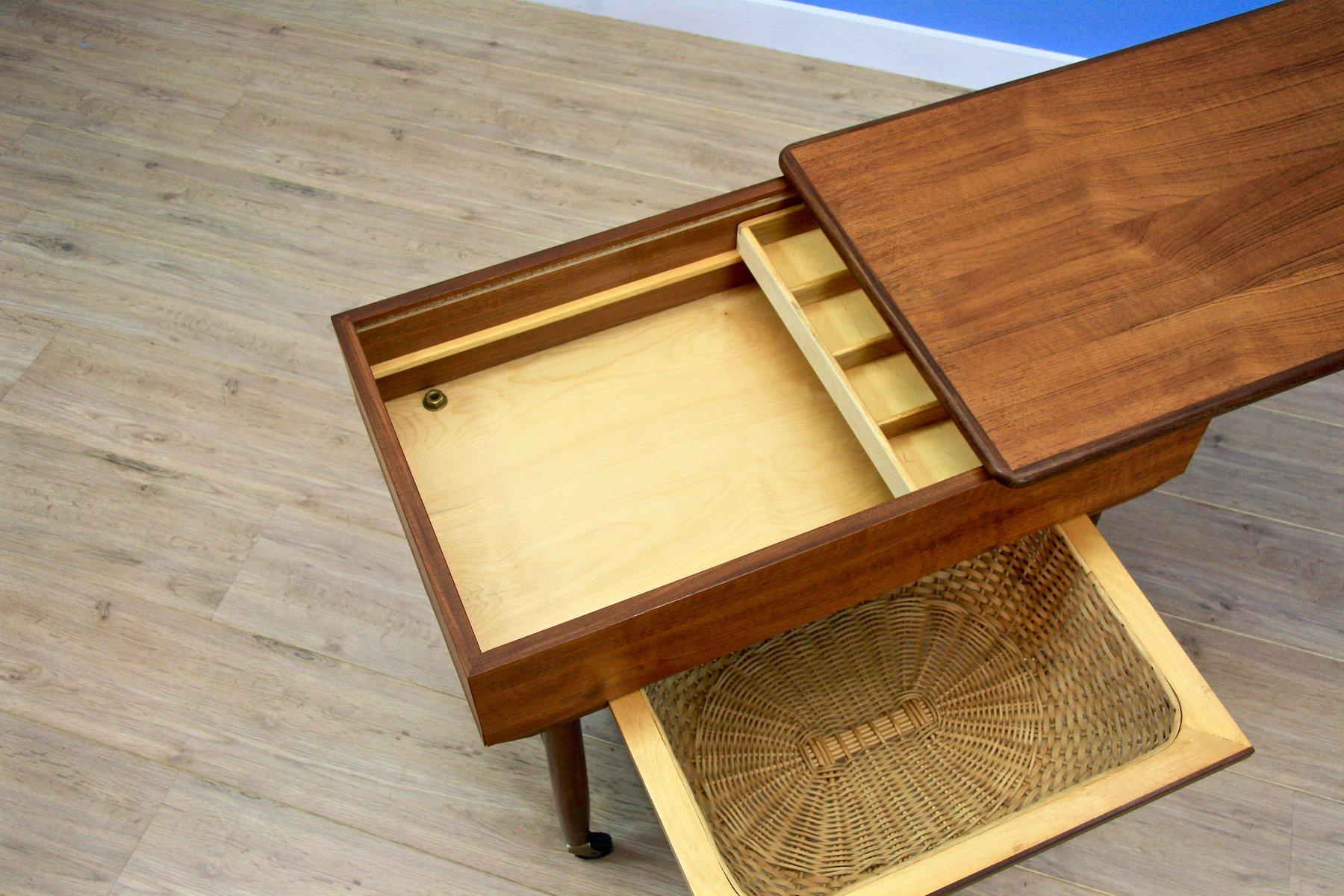 d nischer teak und rattan n htisch auf rollen 1960er bei pamono kaufen. Black Bedroom Furniture Sets. Home Design Ideas