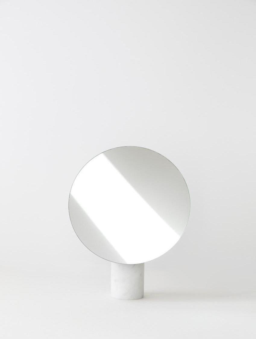 Specchio da tavolo ora piccolo rotondo argentato di joa for Specchio da parete piccolo