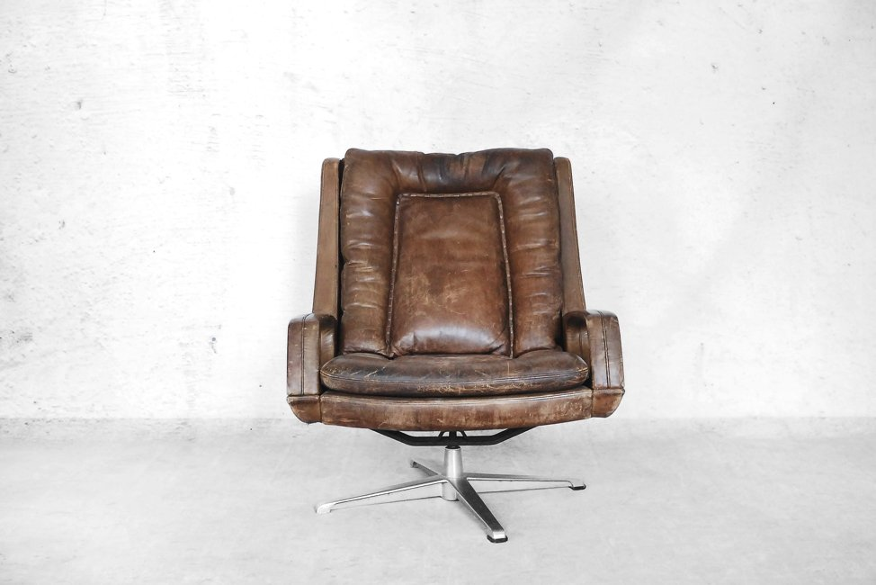 Swivel Leather Lounge Chair By Carl Straub, 1950s