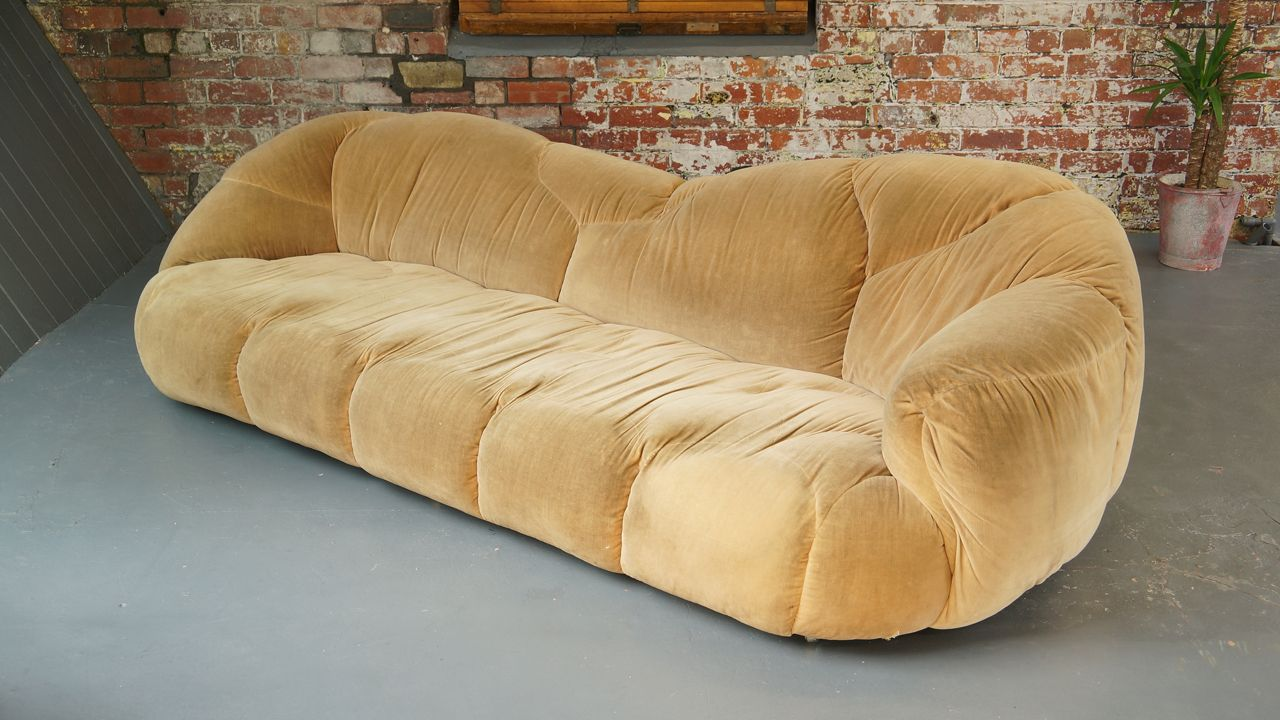large vintage hk cloud sofa by howard keith for hk designs for sale at pamono. Black Bedroom Furniture Sets. Home Design Ideas