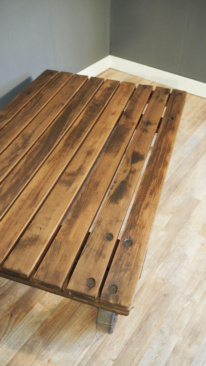 industrieller gro er paletten couchtisch 1930er bei pamono kaufen. Black Bedroom Furniture Sets. Home Design Ideas