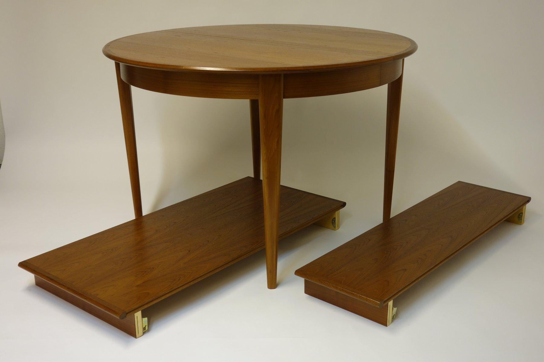 ausziehbarer esstisch mit zwei erweiterungen vier st hle. Black Bedroom Furniture Sets. Home Design Ideas
