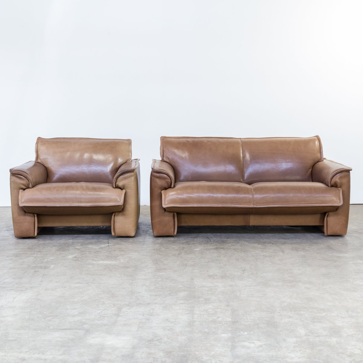 Neck Leather Living Room Set from Leolux, 1970s, Set of 2 for sale ...