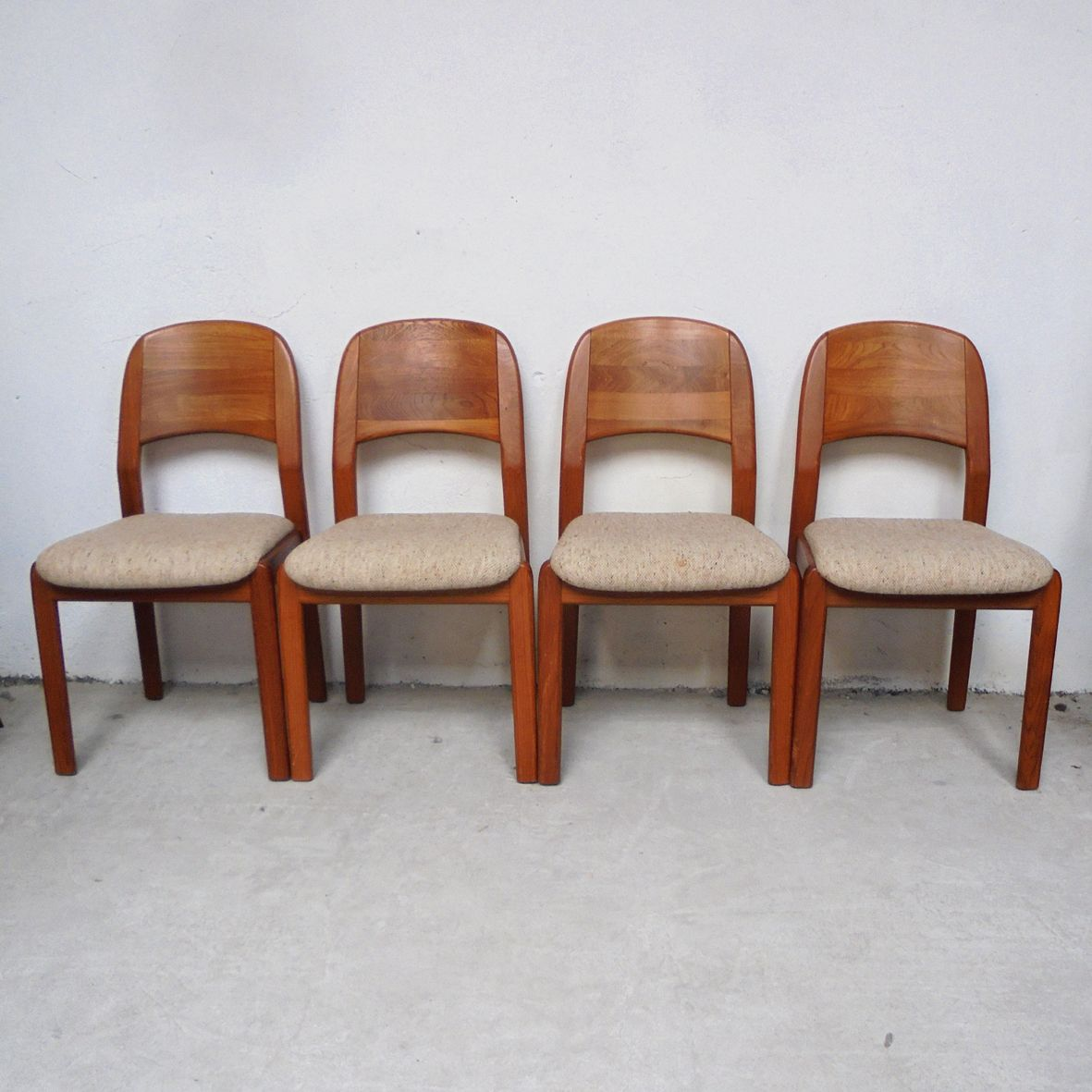 d nische teak esszimmerst hle von dyrlund 1960er 4er set bei pamono kaufen. Black Bedroom Furniture Sets. Home Design Ideas