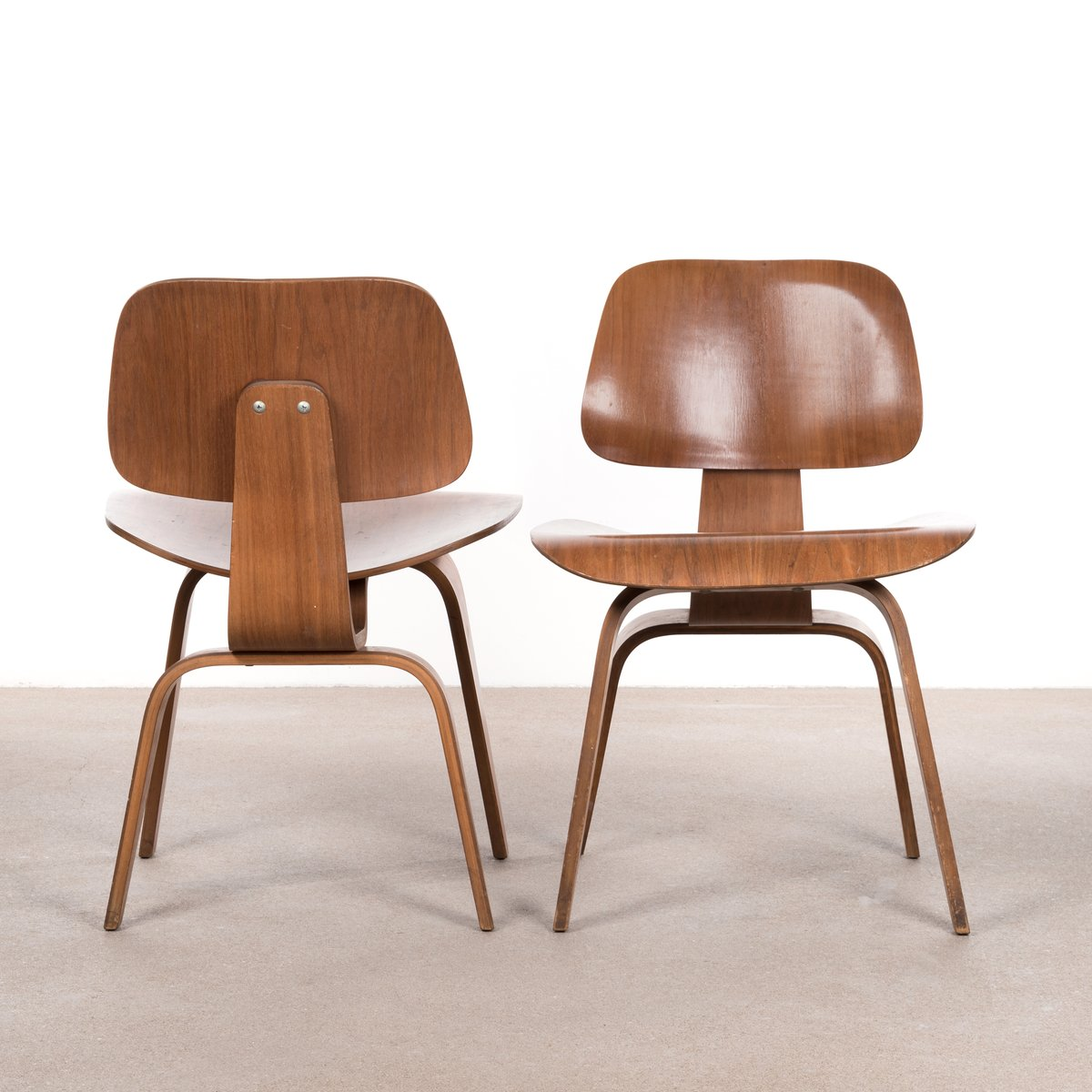 Dcw walnut plywood dining chair by charles ray eames for for Eames chair deutschland