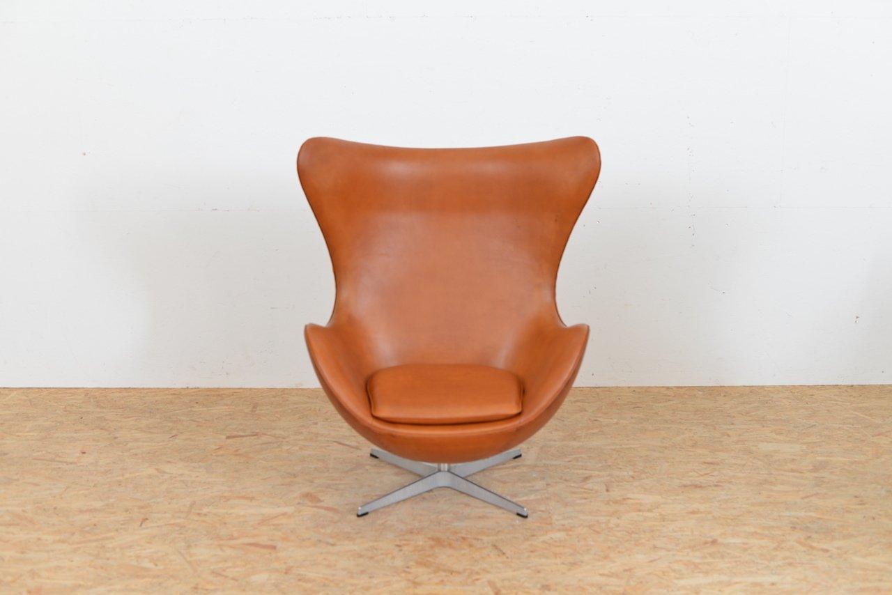 mid century egg chair aus leder von arne jacobsen f r fritz hansen bei pamono kaufen. Black Bedroom Furniture Sets. Home Design Ideas