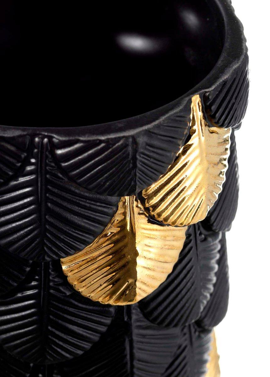 hand dekorierte plumage vase in mattem schwarz gold von cristina celestino f r botteganove bei. Black Bedroom Furniture Sets. Home Design Ideas