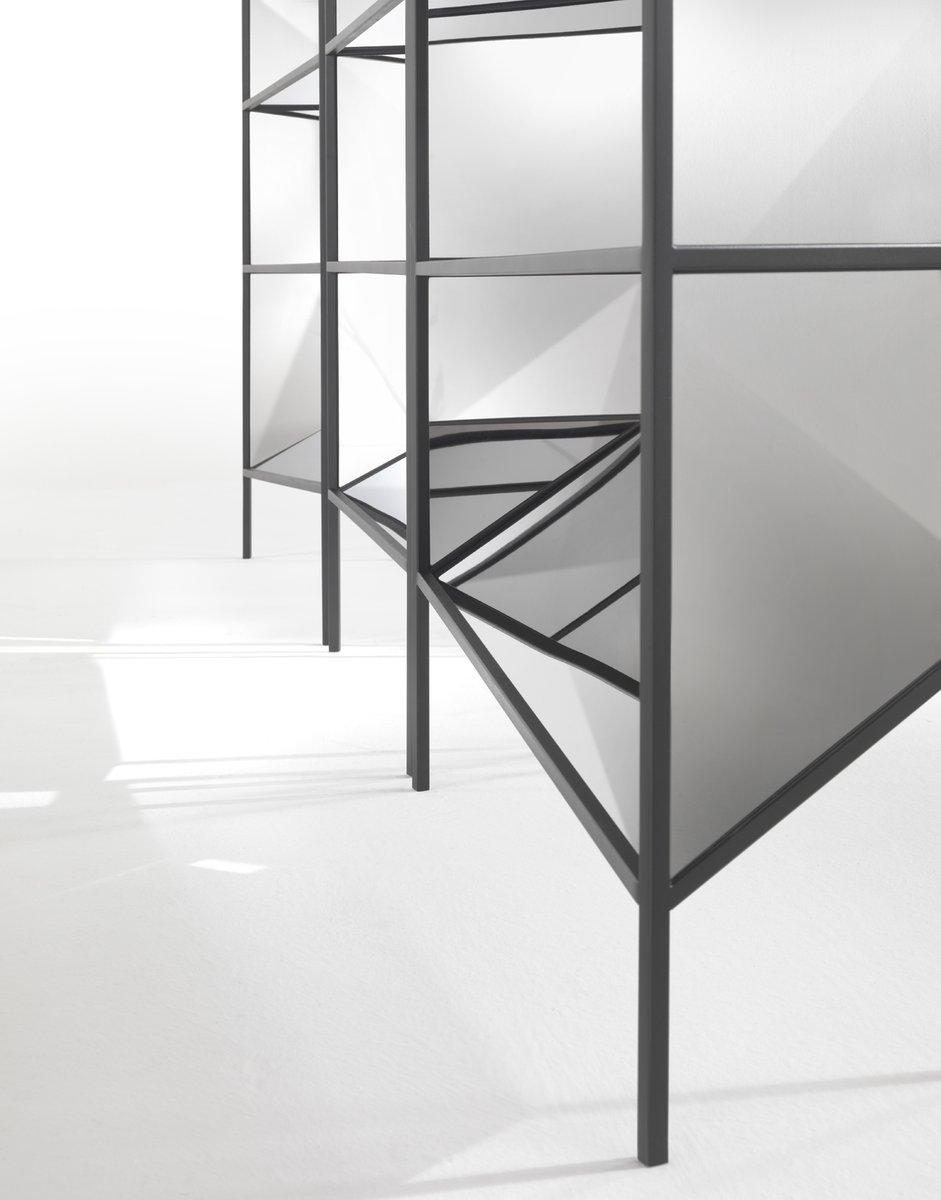 schmale perflect vitrine von sam baron f r jcp 2017 bei pamono kaufen. Black Bedroom Furniture Sets. Home Design Ideas