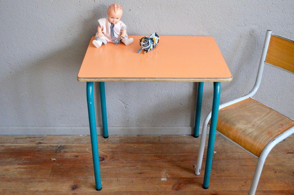 orangefarbener formica schul tisch und stuhl 1960er bei pamono kaufen. Black Bedroom Furniture Sets. Home Design Ideas