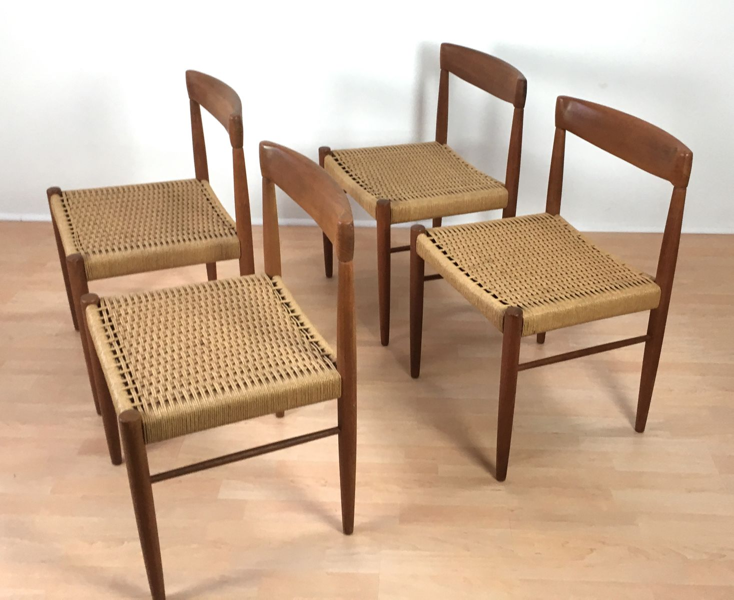 d nische st hle von h w klein f r bramin 1960er 4er set bei pamono kaufen. Black Bedroom Furniture Sets. Home Design Ideas