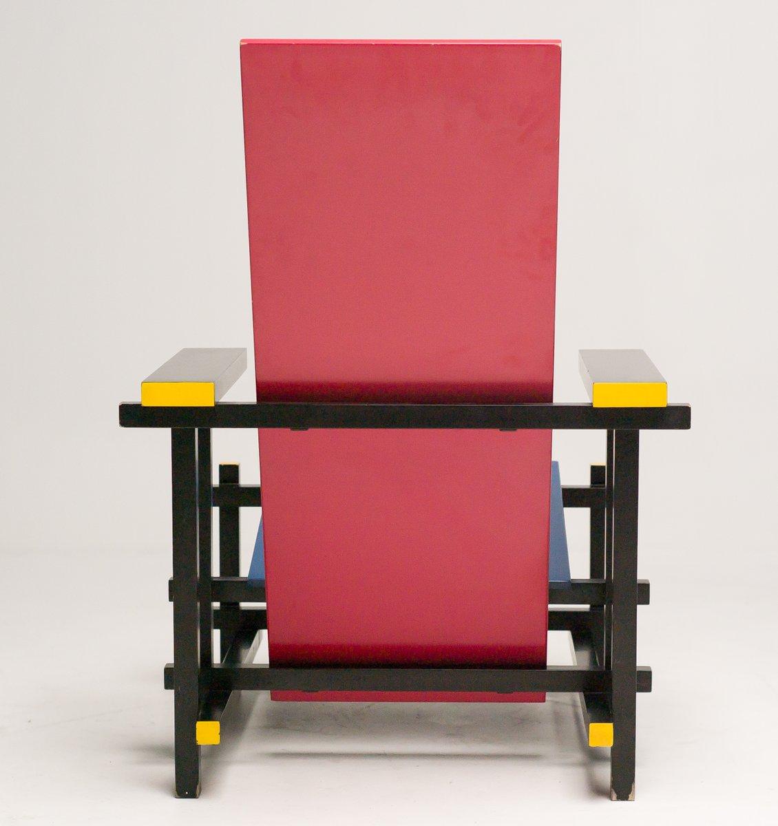 Chaise rouge et bleue par gerrit thomas rietveld pour - La chaise rouge et bleue de gerrit rietveld ...
