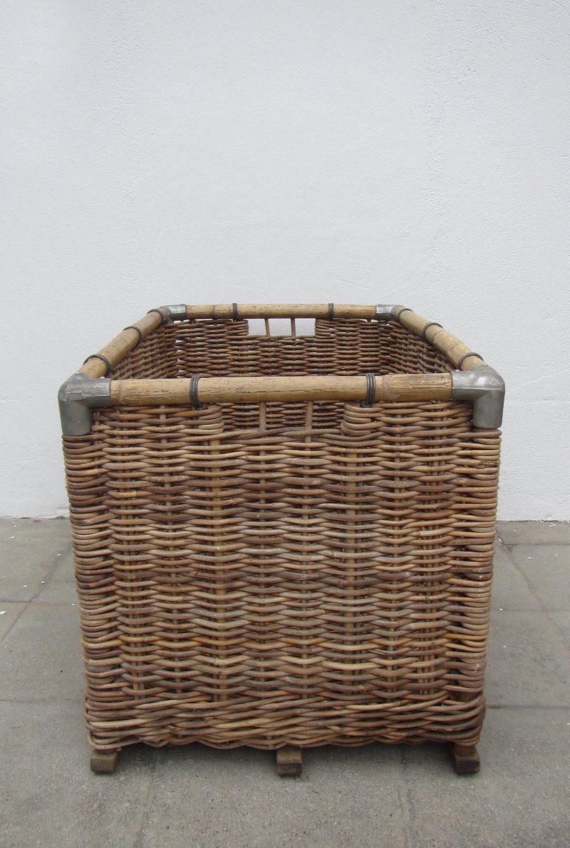 Large Wicker Laundry Basket 1950s for sale at Pamono