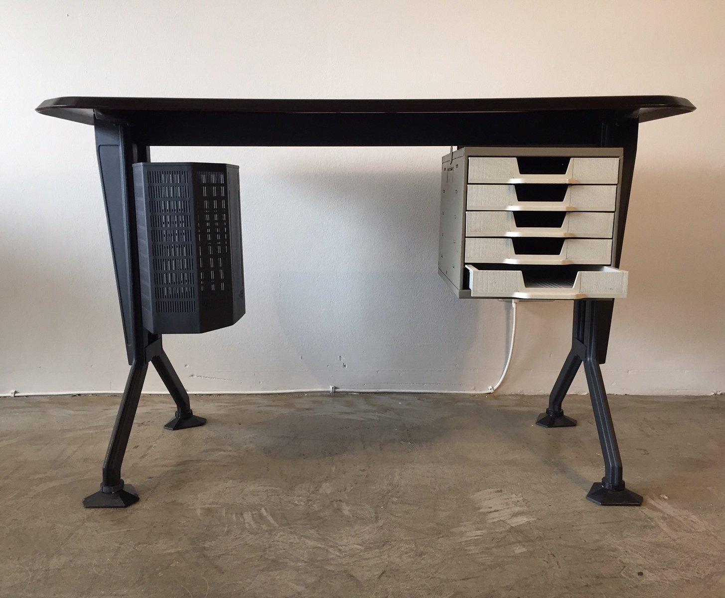 kleiner arco schreibtisch von bbpr f r olivetti 1968 bei. Black Bedroom Furniture Sets. Home Design Ideas
