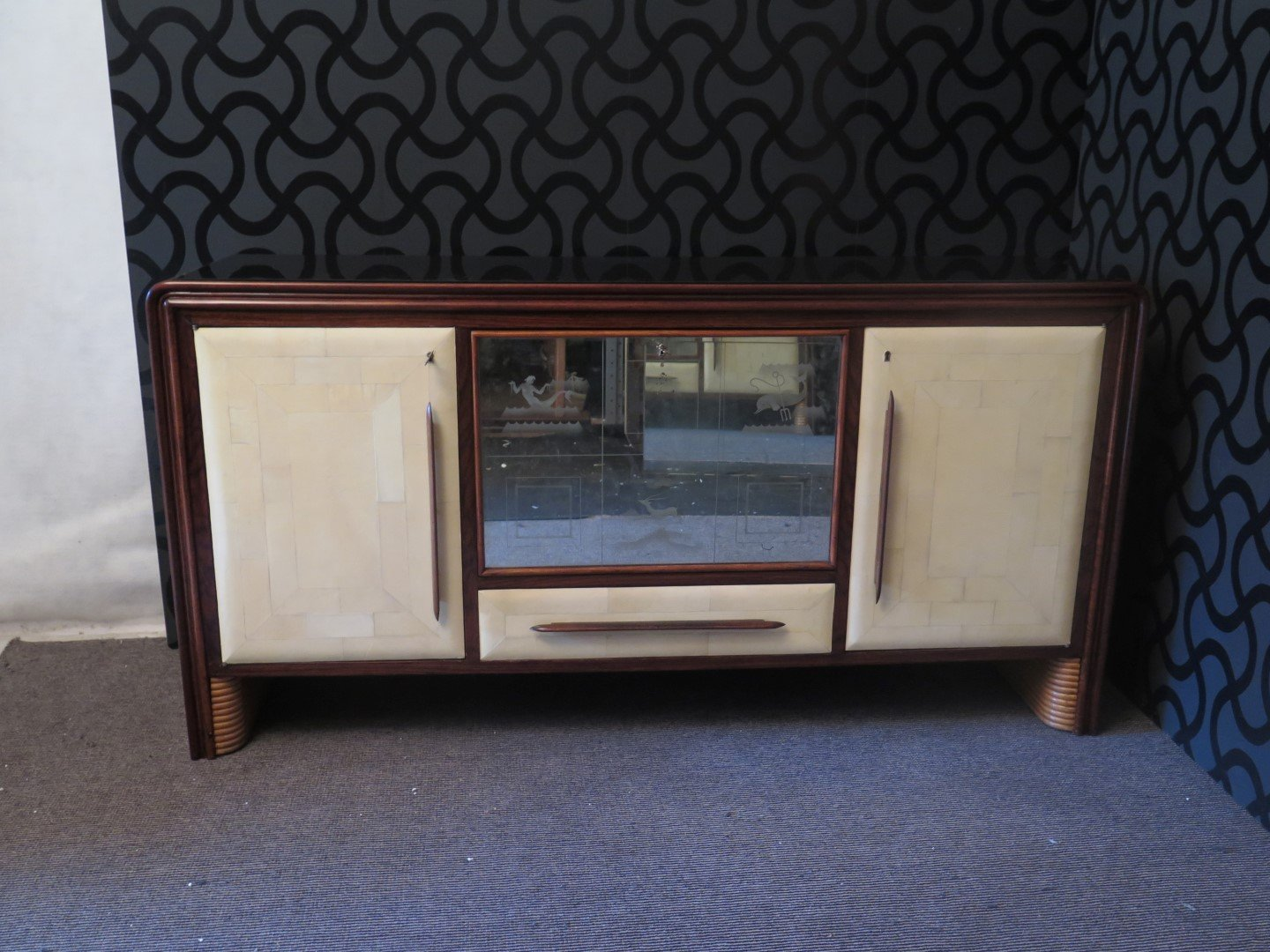 italienisches sideboard aus pergament glas 1940er bei pamono kaufen. Black Bedroom Furniture Sets. Home Design Ideas