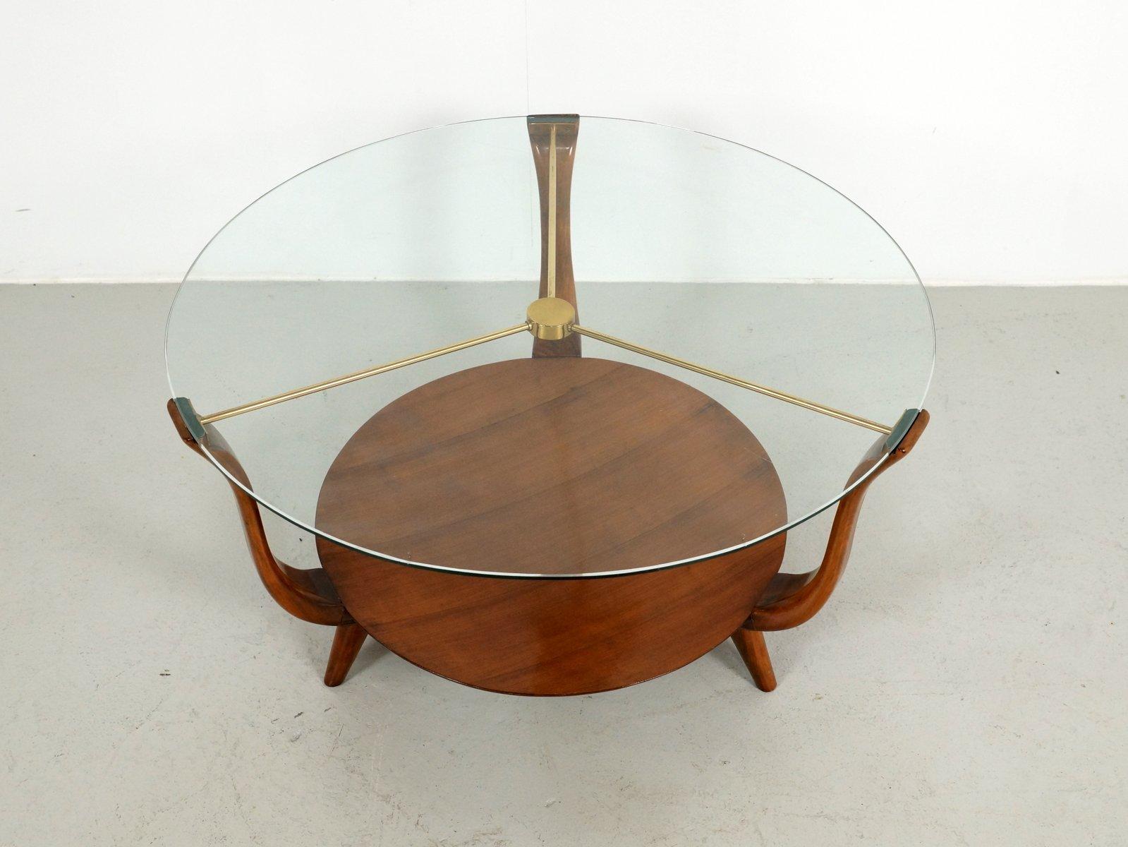 runder italienischer couchtisch aus walnuss messing glas 1950er bei pamono kaufen. Black Bedroom Furniture Sets. Home Design Ideas