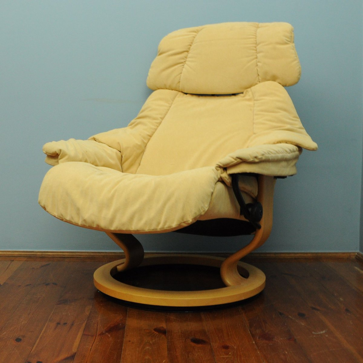 Good Vintage Yellow Lounge Chair From Stressless
