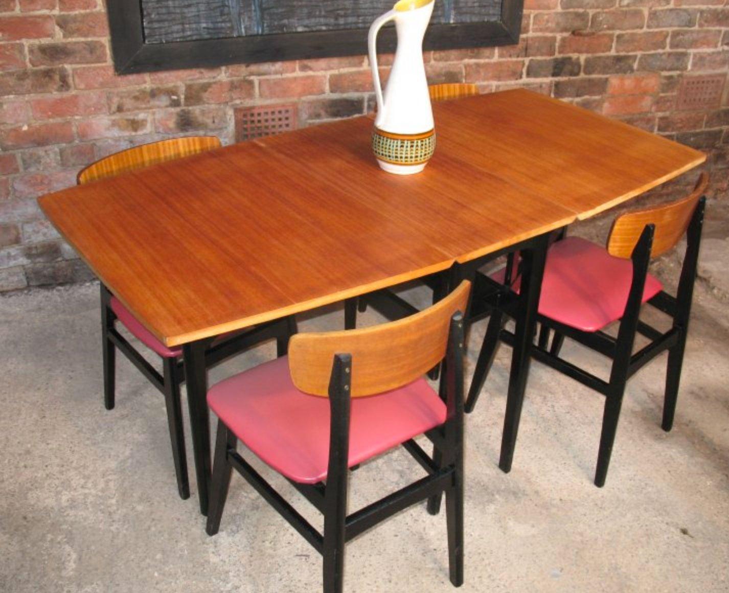 d nischer tisch und 4 st hle auf ebonisiertem fu 1950er. Black Bedroom Furniture Sets. Home Design Ideas