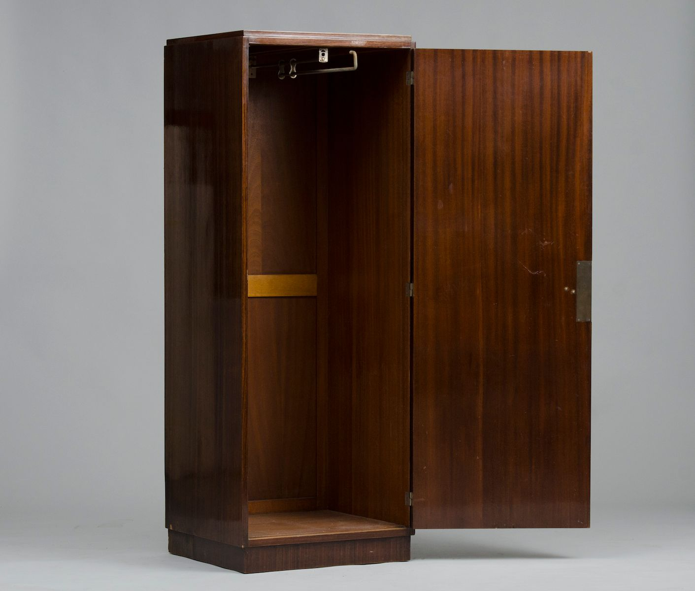 kleiner art deco kleiderschrank bei pamono kaufen. Black Bedroom Furniture Sets. Home Design Ideas