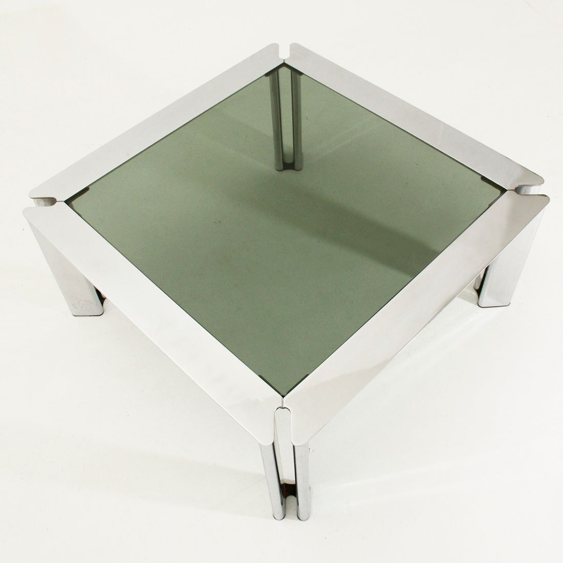 Verchromter quadratischer italienischer metall couchtisch for Quadratischer couchtisch