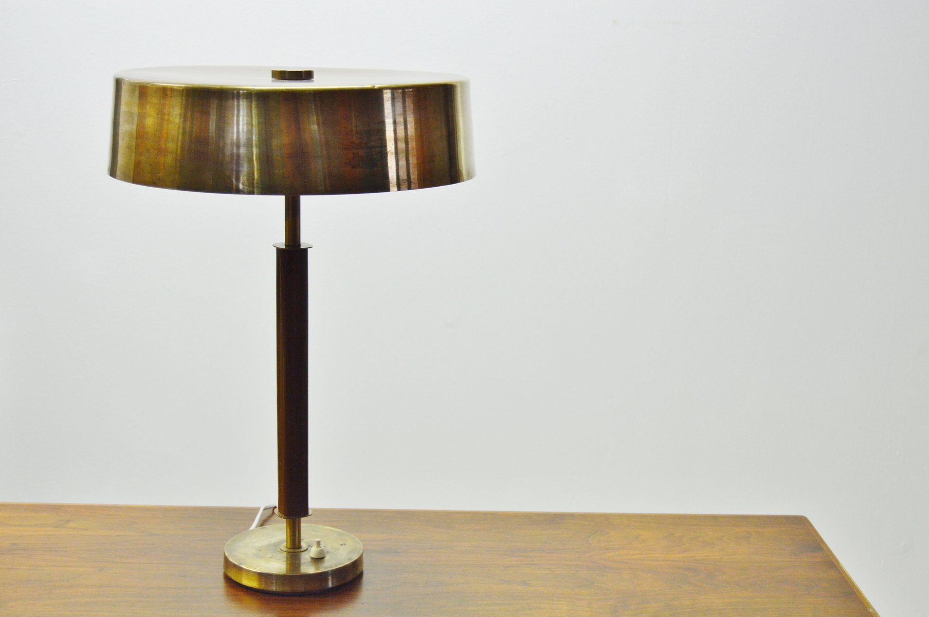 Swedish brass table lamp 1940s for sale at pamono for Bs 3 table lamp