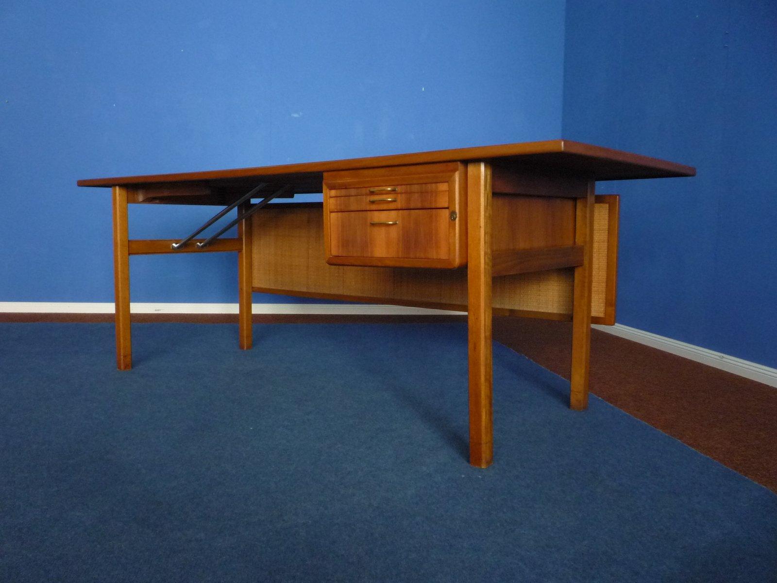 mid century walnuss schreibtisch mit geflochtener r ckwand. Black Bedroom Furniture Sets. Home Design Ideas