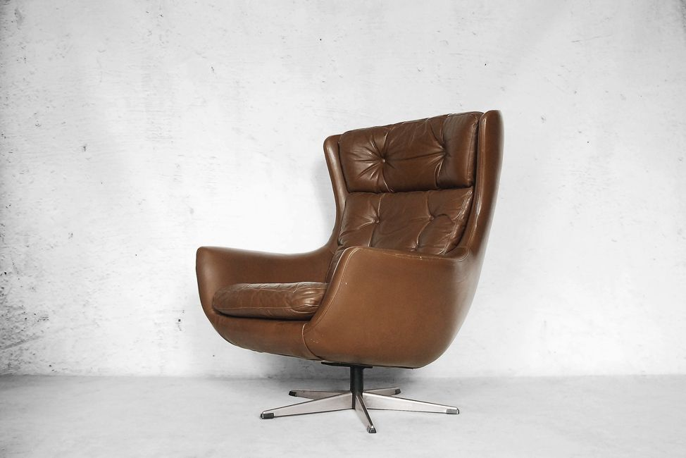Mid Century Modern Leather Egg Shaped Chair, 1960s