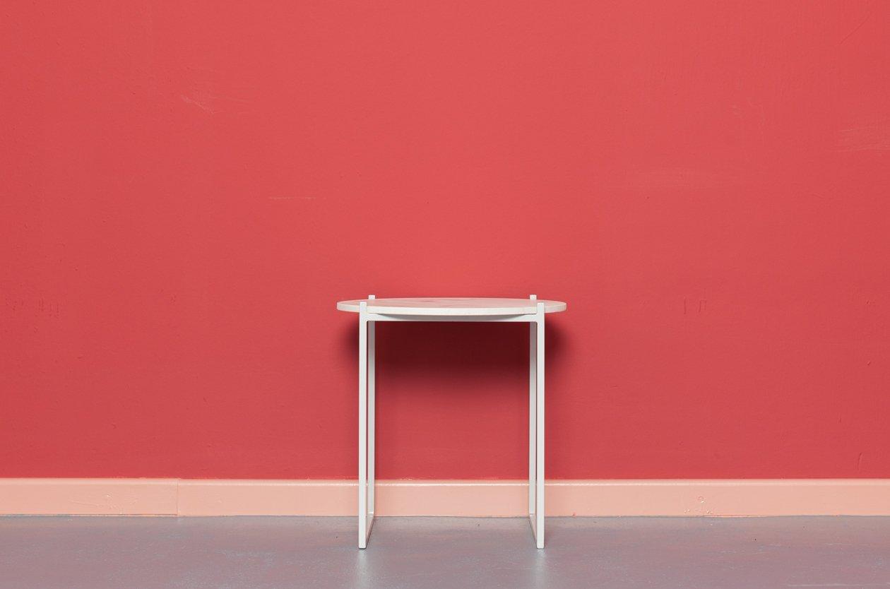 lulu beistelltisch aus bauholz und pulverbeschichtetem. Black Bedroom Furniture Sets. Home Design Ideas