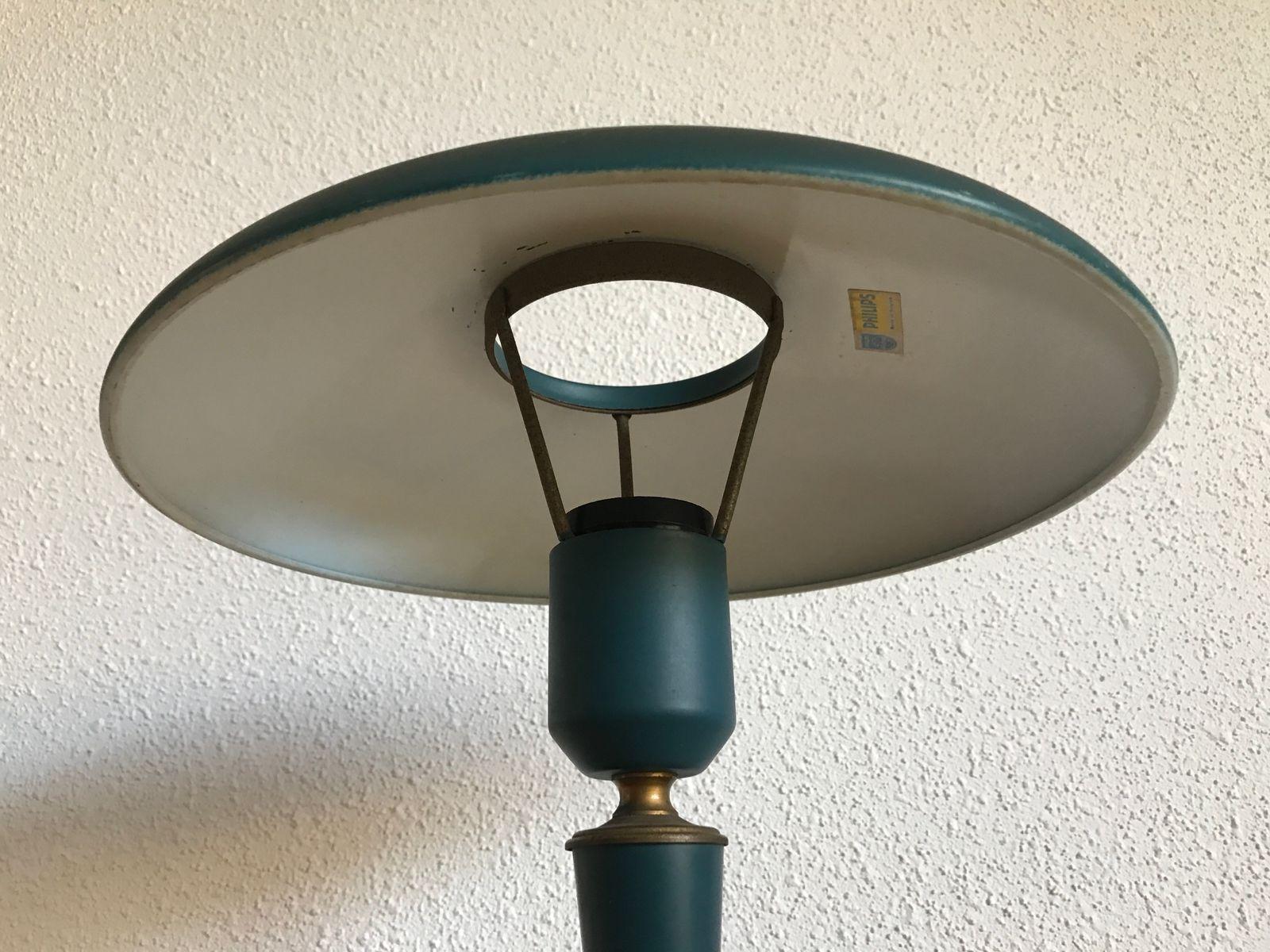 dreibein lampe von louis kalff f r philips 1950er bei pamono kaufen. Black Bedroom Furniture Sets. Home Design Ideas
