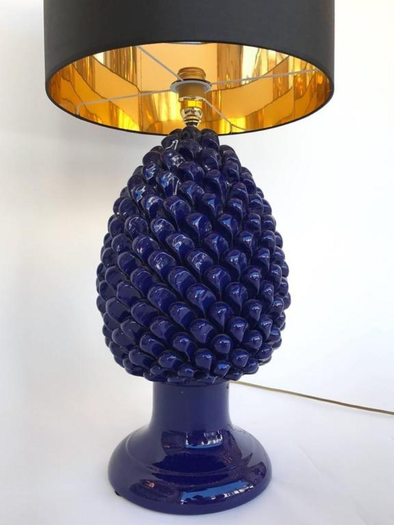 italienische blaue keramik pinien lampen 1980er 2er set bei pamono kaufen. Black Bedroom Furniture Sets. Home Design Ideas