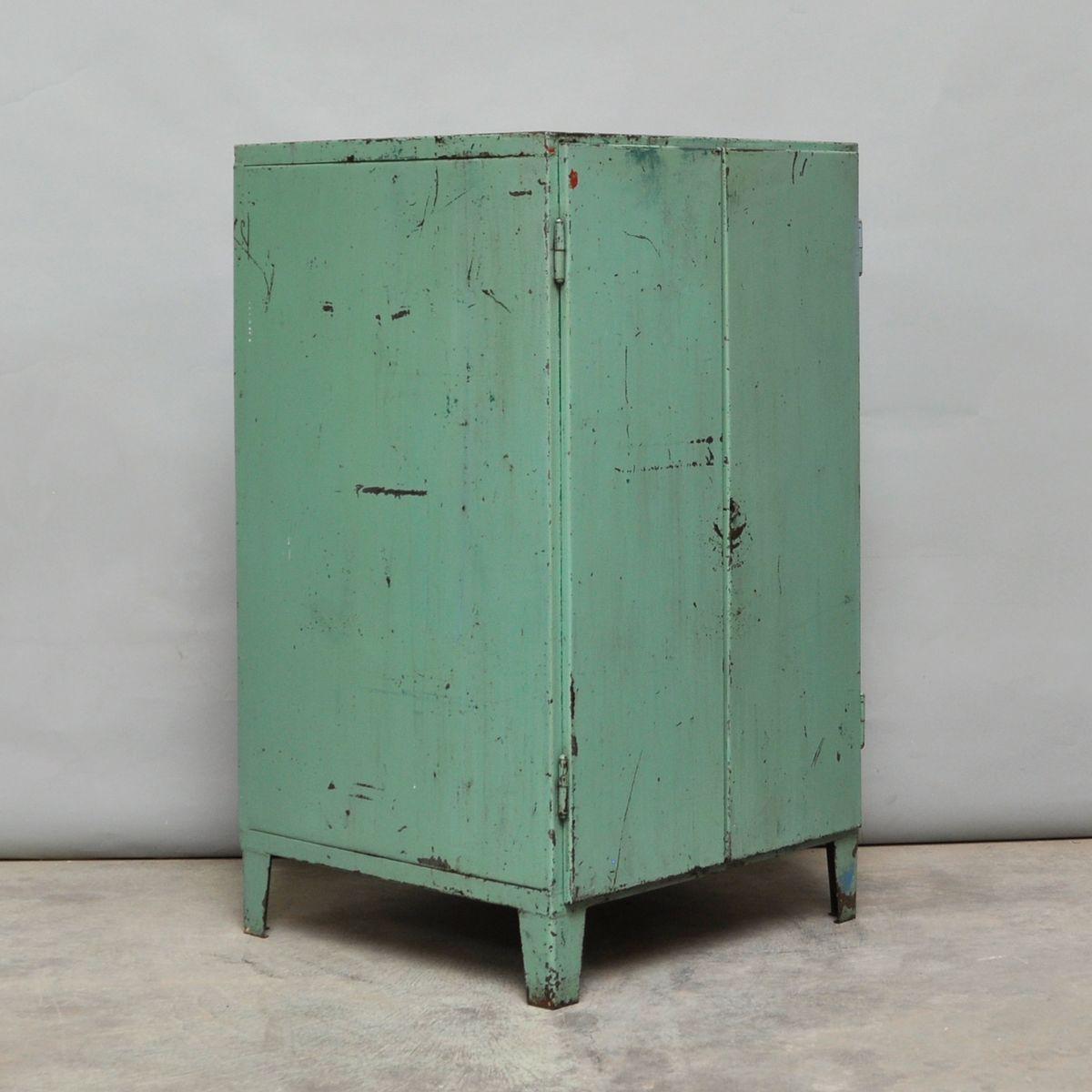 Grüner Industrieller Vintage Schrank, 1960er bei Pamono kaufen