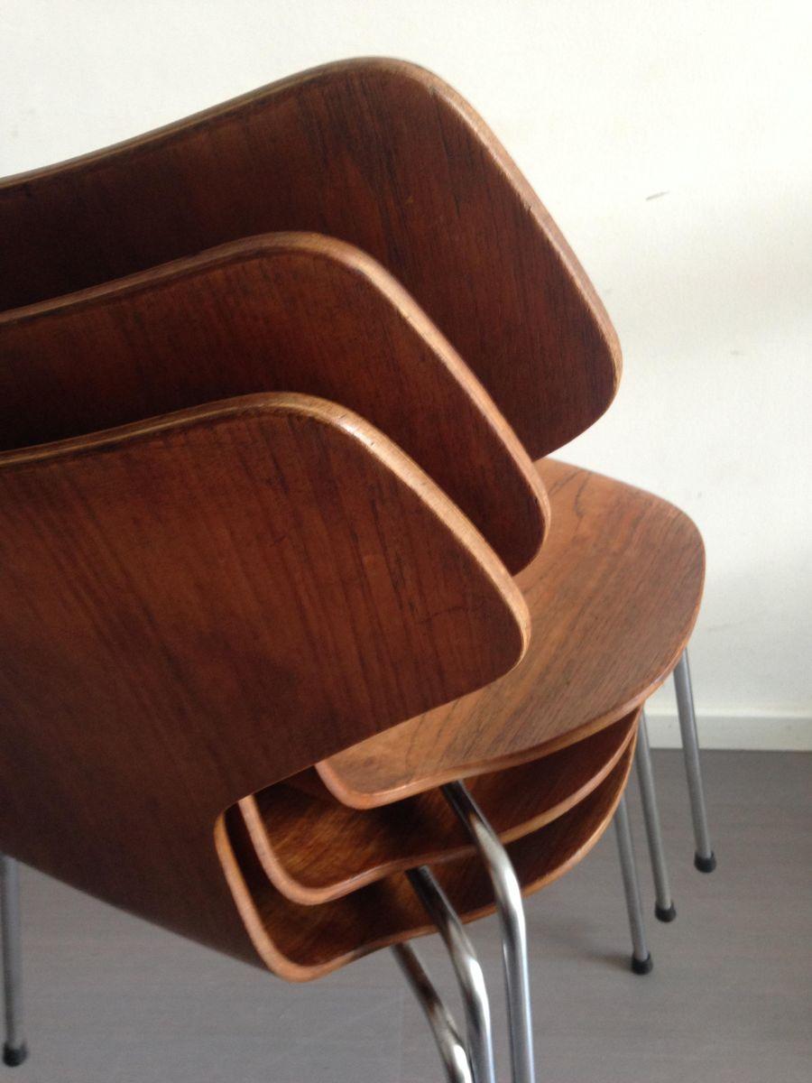 modell 3130 grand prix st hle aus teak von arne jacobsen. Black Bedroom Furniture Sets. Home Design Ideas