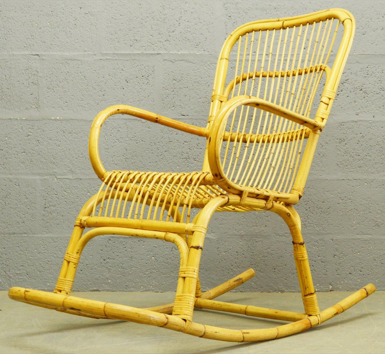 Mid century schaukelstuhl aus bambus rattan 1960er bei for Bambus schaukelstuhl