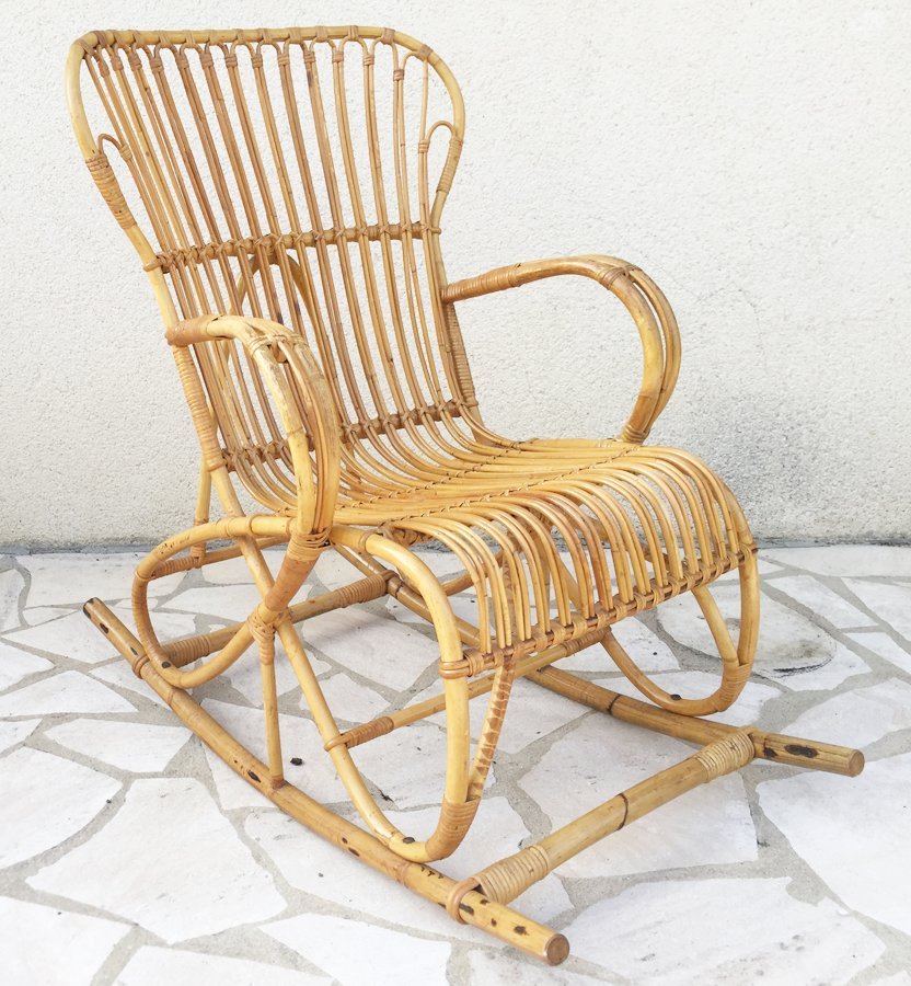 sedia a dondolo vintage in vimini, anni '60 in vendita su pamono