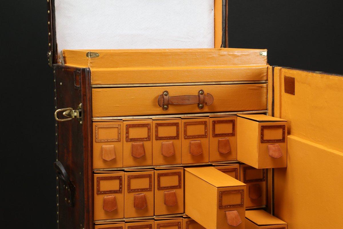 malle en cuir mod le lilly pons de louis vuitton 1930s en vente sur pamono. Black Bedroom Furniture Sets. Home Design Ideas