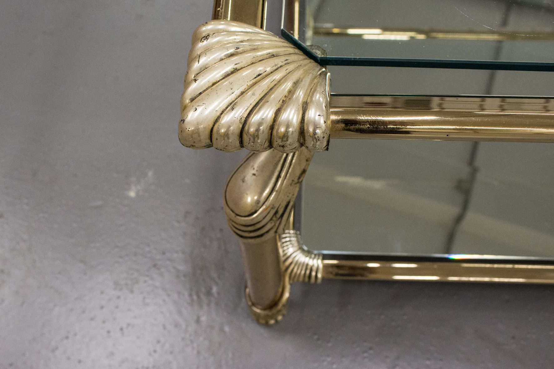 Muebles Curvasa - Tavolino Da Caff Vintage Con Struttura In Ottone Vetro E [mjhdah]https://cdn10.pamono.com/p/z/2/1/211006_yxf9ltnhb3/tavolino-da-caffe-vintage-con-struttura-in-ottone-vetro-e-specchio-di-muebles-curvasa-immagine-1.jpg