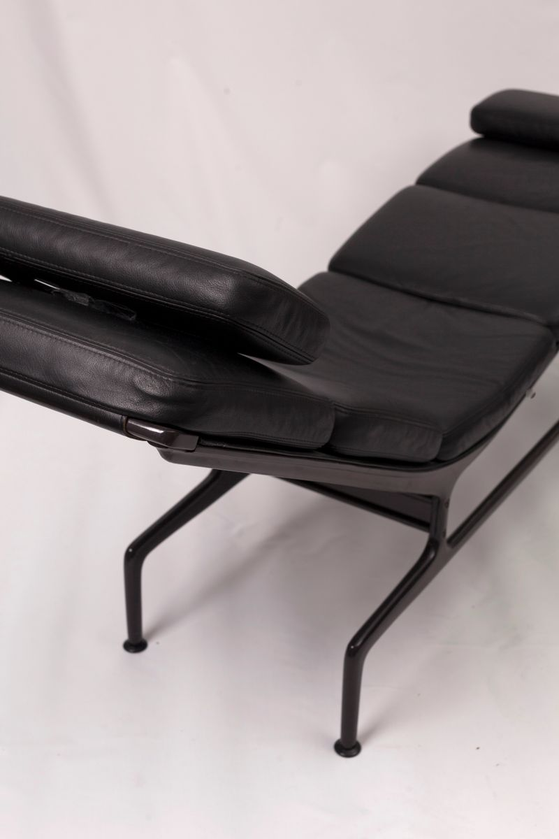 mid century soft pad chaise by charles ray eames for. Black Bedroom Furniture Sets. Home Design Ideas