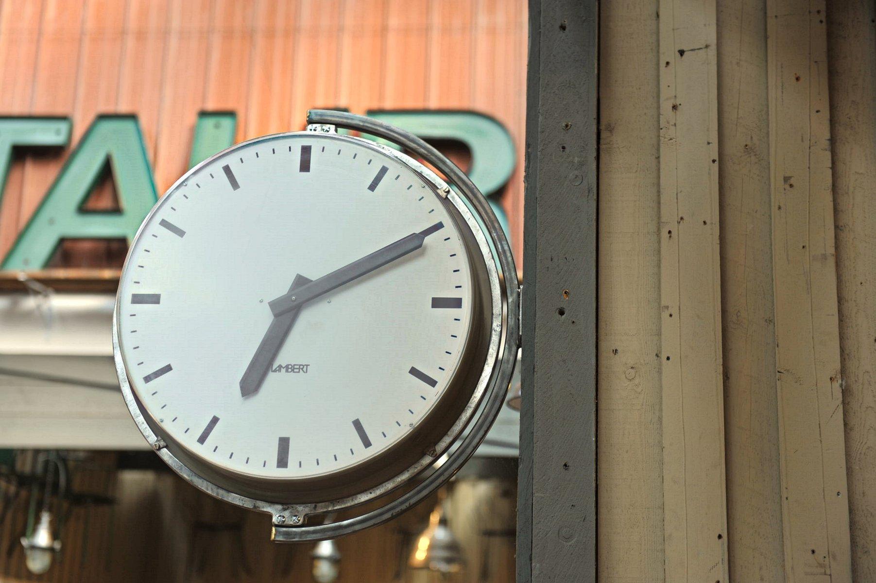 grande horloge murale d usine de lambert 1960s en vente sur pamono. Black Bedroom Furniture Sets. Home Design Ideas