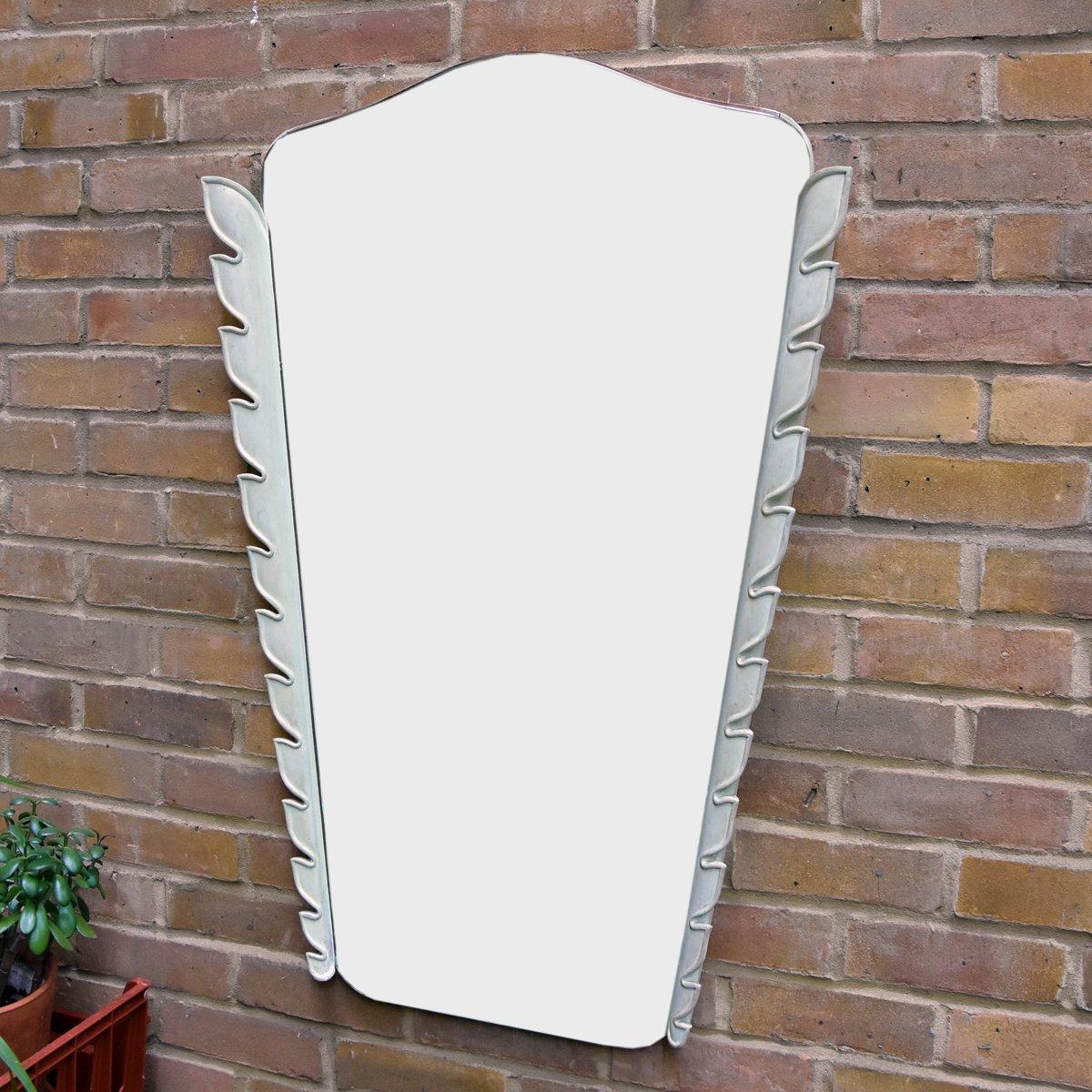 italienischer spiegel mit rahmen aus geschnitztem holz 1950er bei pamono kaufen. Black Bedroom Furniture Sets. Home Design Ideas