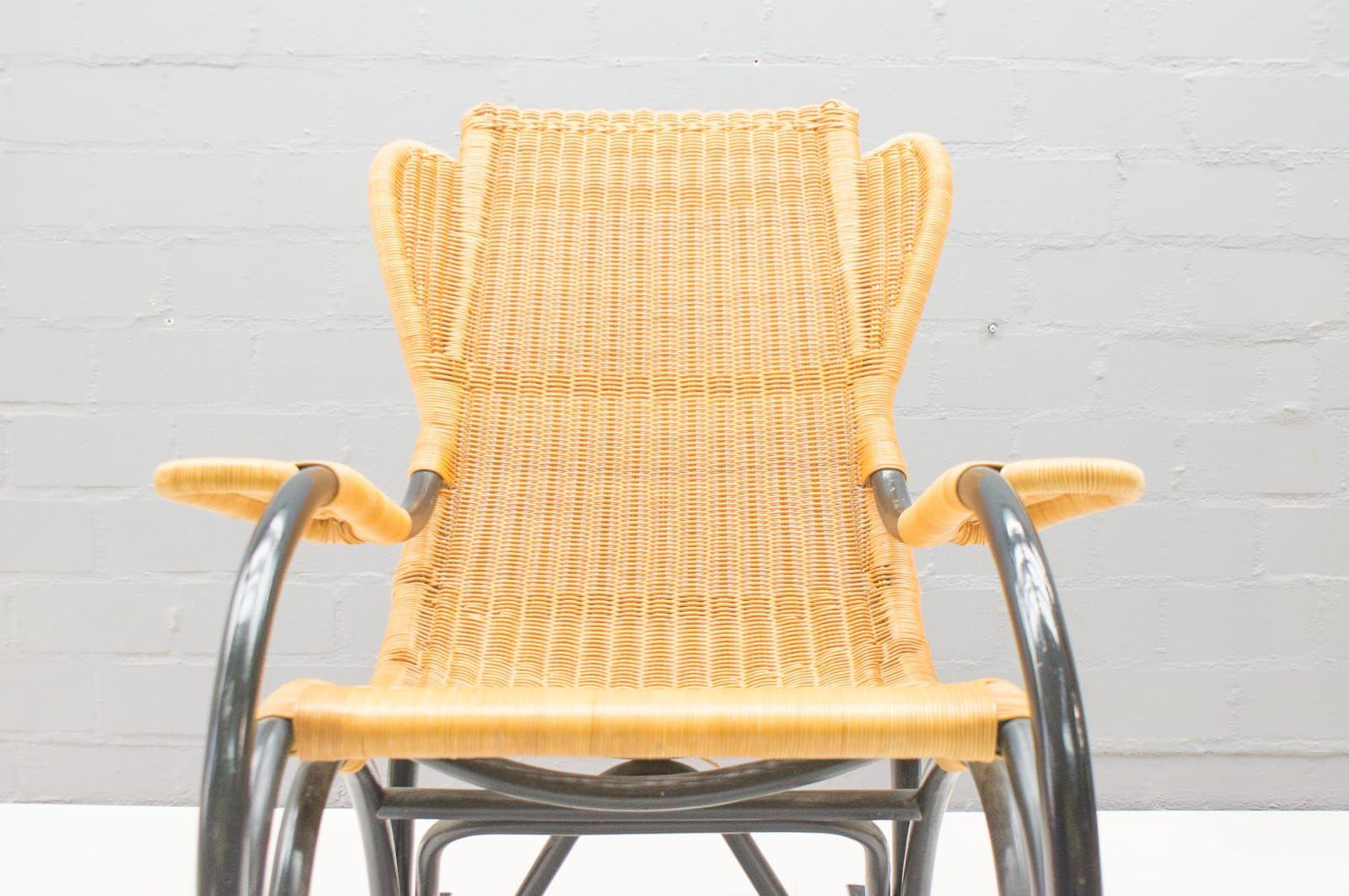 rocking chair vintage en rotin 1970s en vente sur pamono. Black Bedroom Furniture Sets. Home Design Ideas