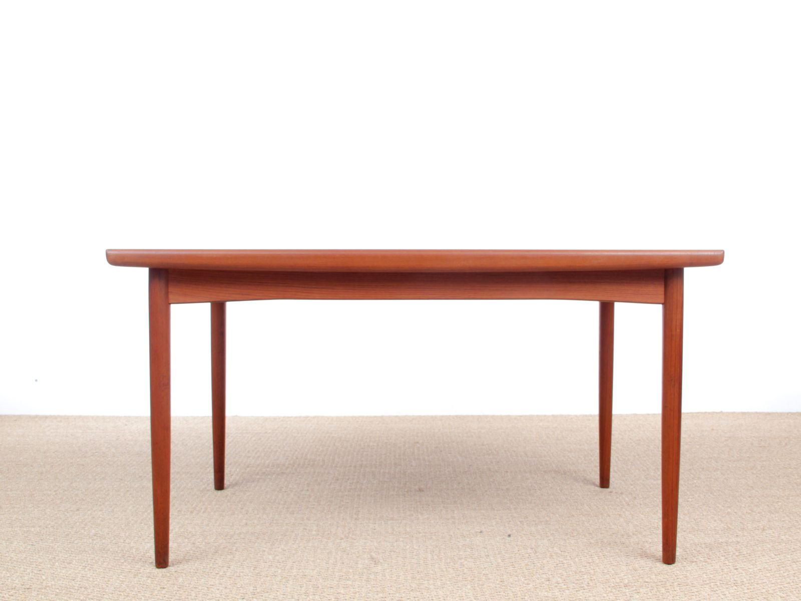 Scandinavian teak dining table from dyrlund 1950s for for Table rallonge scandinave
