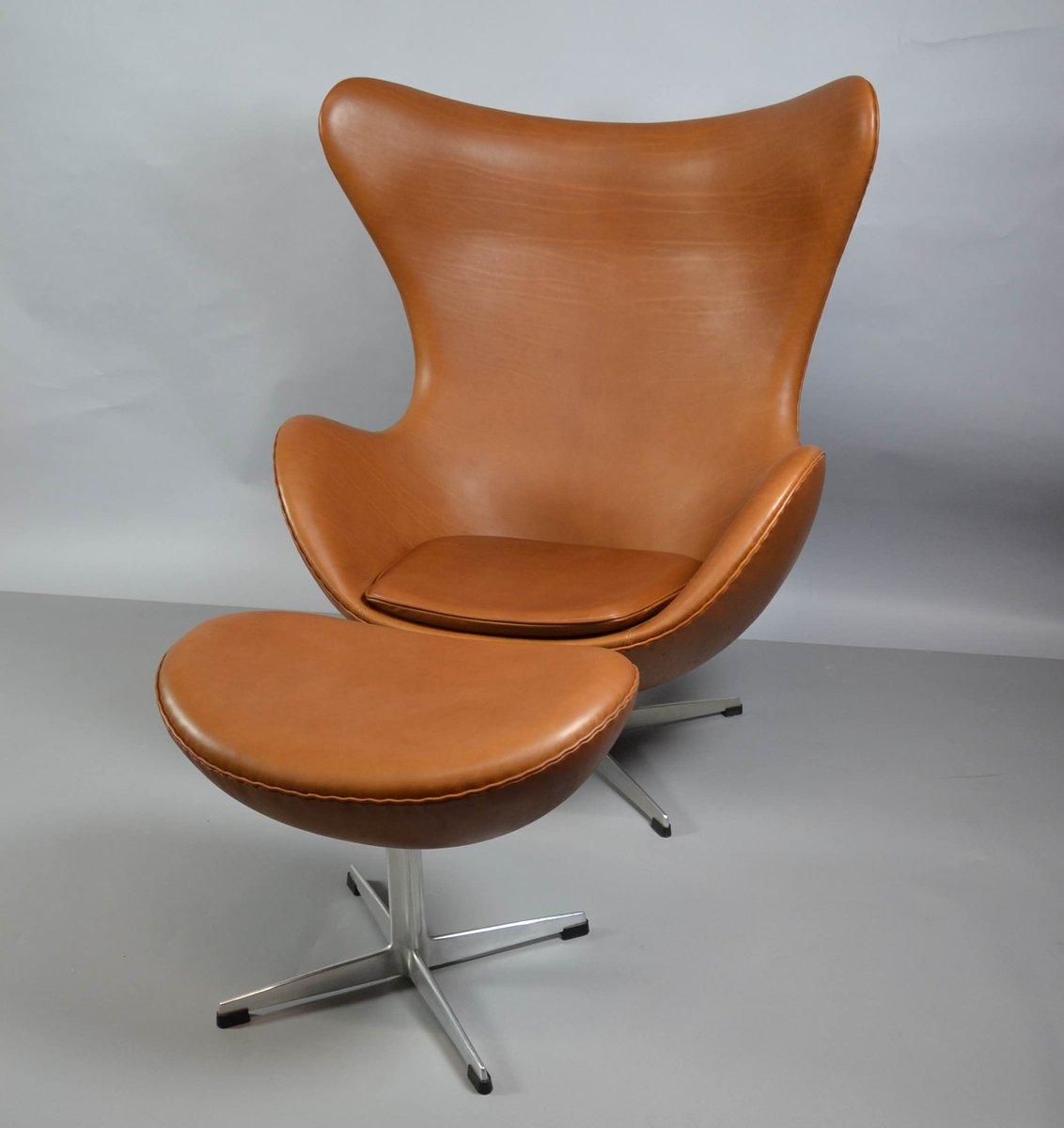 egg chair aus leder mit ottomane von arne jacobsen f r fritz hansen 1970er bei pamono kaufen. Black Bedroom Furniture Sets. Home Design Ideas