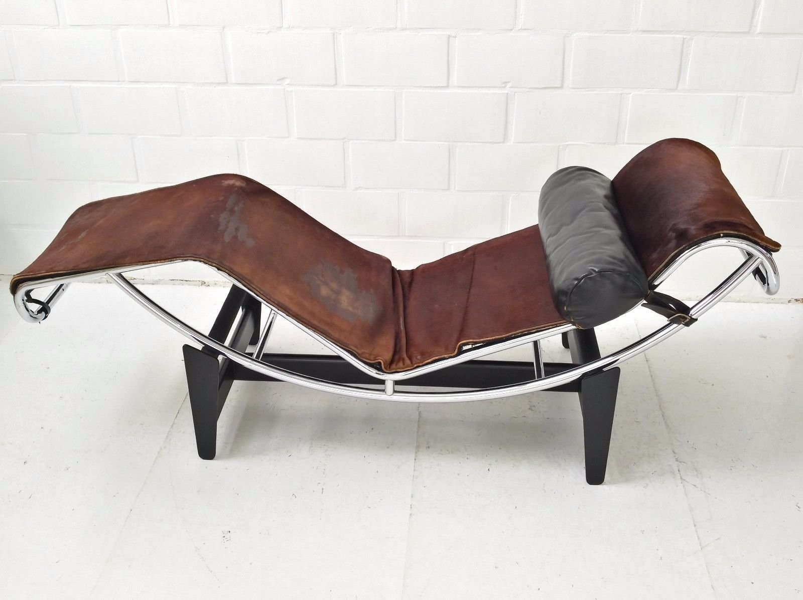 lc4 chaise longue by le corbusier charlotte perriand pierre jeanneret for cassina 1960s for. Black Bedroom Furniture Sets. Home Design Ideas